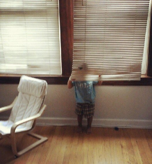 605x654xhide-and-seek-funny-kids-21.jpg.pagespeed.ic_.DqIBwWYE5r